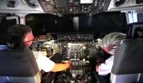 Pilot ve Hostesler Uçakta Uyuyor!