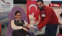 Pilotlar Ve Hostesler Kan Bağışladı
