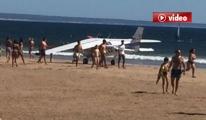 Plajda dehşet, Uçak Kumsala İndi