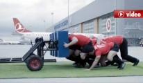 Rugby takımı THY'nin 242 tonluk dev uçağını itti