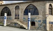 Rum Kesimi'nde camiye 'haç' resmi çizildi, (video)