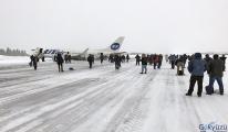 Rusya'da yolcu uçağı gövdesi üzerine iniş yaptı...