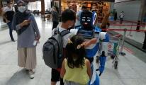 video Sabiha Gökçen'de yolculara robotlu bilgilendirmesi