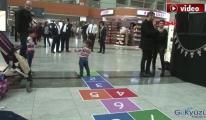 Sabiha Gökçen'de miniklere kukla gösterisi!video