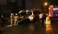 Sancaktepe'de park halindeki minibüs alev alev yandı