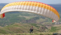 Şerafettin Dağı'ndan artık yamaç paraşütleri havalanıyor