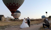 Sıcak hava balonları, evlenen çiftlerin mekanı oldu
