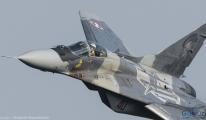 Slovakya'da Mig-29 düştü, pilot atladı
