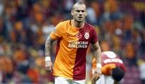 Sneijder, Derbilere Damga Vuruyor