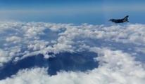 SOLOTÜRK, Etna Yanardağı üzerinde #video