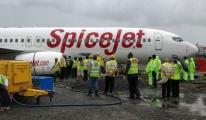 SpiceJet'in uçağı Mumbai'de pistten çıktı