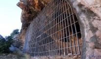 Tahrip edilen mağarada demir kapılı önlem