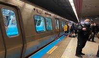Taksim Metro İstasyonu'nda raylara atlayan kişi öldü