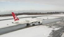 THY Boeing 787 Son uçuşunu karlı havada tamamladı