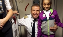 THY pilotu Elif'i anonsla tebrik etti