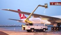 THY uçaklarına böyle de-icing yapıldı!video