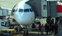 THY Uçaktaki 111 Kişiyi Uçaktan İndirildi