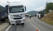 TIR'la çarpışan işçi servisindeki 13 kişi yalandı