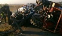 Traktör İle Otomobil Çarpıştı: 3 Ölü, 1 Yaralı