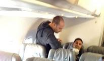 Tunuslu Göçmenlere Uçakta İşkence!