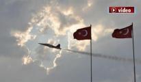 Türk Yıldızları gökyüzünde kalp çizdiler! video