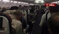 Uçağın Tuvaletinde Uyuşturucu İçti. Yolculara Saldırdı