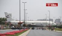 Uçak Çekildi, Yol Trafiğe Açıldı video