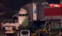 Uçak Pistteki Köpeğe Çarptı video