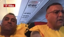 Uçak Türbülansa Düştü, Yolcular Can Yeleği Giydi video