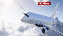 Pilot: Yolcular Kabin Ekibinin Üstüne Yürümeye Başladı video