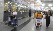 Ukraynalı Turist Havalimanında Yardım Bekliyor video