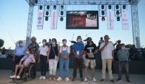 Ünlülerden engelliler yararına konser#video
