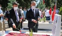 #Vali Çuhadar ve şehit ailelerinden şehitlik ziyareti(video)