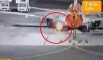 video Boeing 737-800 uçağın İniş takımları alev aldı