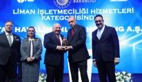 video Cumhurbaşkanı Erdoğan,Sani Şener'e Ödül verdi!