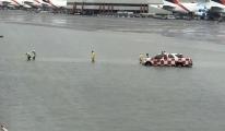 video Havalimanı'nda Pistler su doldu, uçuşlar iptal!