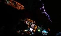 video Pilot 'Elmo Ateşi'ni kokpitten görüntüledi