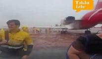 video Yağmur ve rüzgar sebebiyle uçak pistten çıktı!