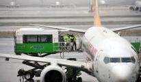 Yolcu bilinç kaybı yaşadı, uçak acil iniş yaptı(video)