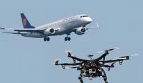 Yolcu uçağına drone çarptı