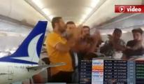 Yolcular Anadolu jet'i Alkışla Protesto Ettiler