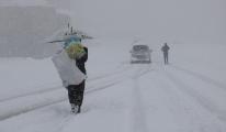 Yüksekova'da 177 yerleşim biriminin yolu kapalı