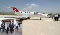 Yüksekova'ta ilk uçak indi