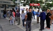 Yunan Halkı Bankalara Akın Etti
