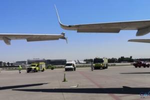 Havalimanı'nda iki uçak çarpıştı(video)