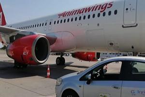 Romanya'dan ilk uçak Antalya'ya indi(video)