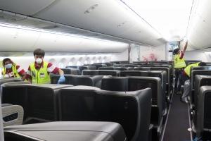 video Bakan Koca'dan uçakta oturma düzeni açıklaması!