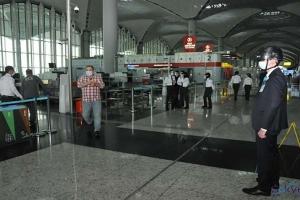 video İstanbul Havalimanı'nda hijyen ekibi işbaşında
