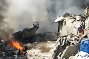 video Pakistan'da yolcu uçağı düştü