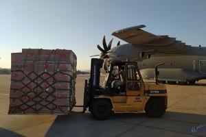 video Tıbbi yardım malzemelerini taşıyan uçağımız Irak'a indi